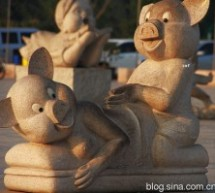 Pigs Depicted Having Sex Doggy-Style In Zhengzhou Public Square Are Said To Represent Filial Piety [UPDATE]