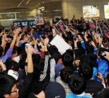 Tracy McGrady Receives Crazy, Conquering Hero's Welcome At Qingdao Airport