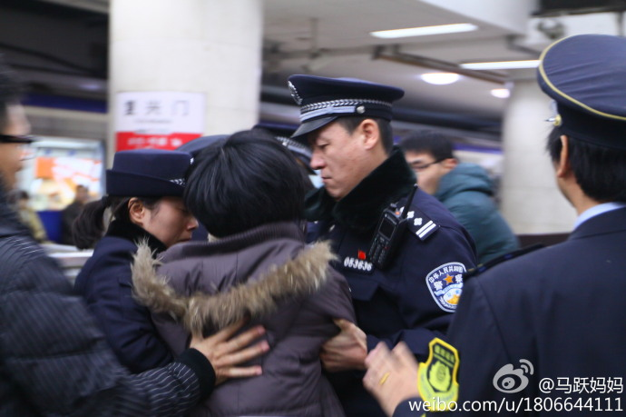 Mother detained Beijing subway petitioner