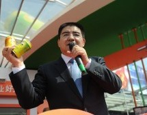 Celebrity Businessman Chen Guangbiao Sells Canned Air To Make A Point