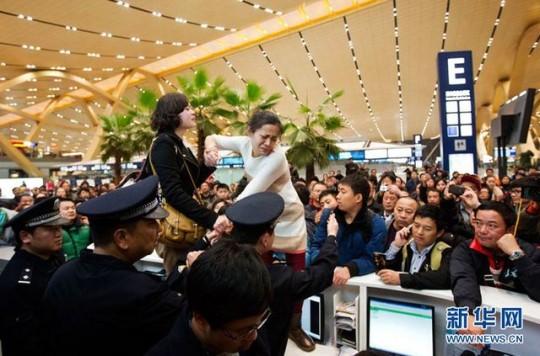Kunming Airport chaos