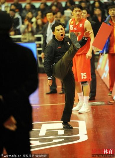 Qingdao employee kicks card 2