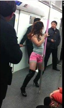 Wuhan subway pole dance girl 3