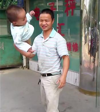 Dad swings baby Shaolin Temple 2