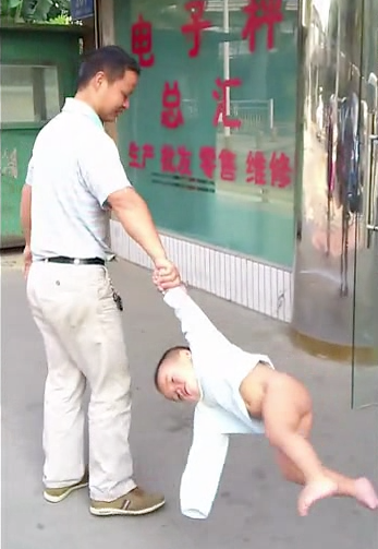 Dad swings baby Shaolin Temple 4