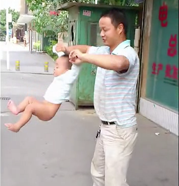 Dad swings baby Shaolin Temple 5