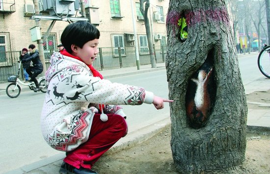 Hollow tree paintings in Beijing 2