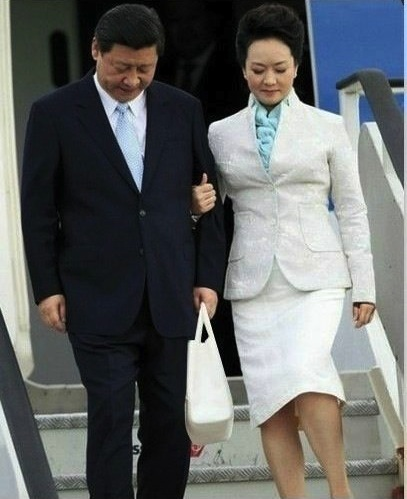 Photoshopped image of Xi Jinping carrying his wife Peng Liyuan's purse