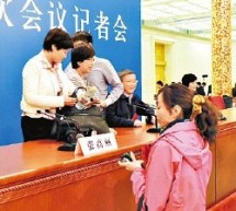 Following Press Conference, Reporters Race To Steal A Drink From New Chinese Premier's Bottled Water