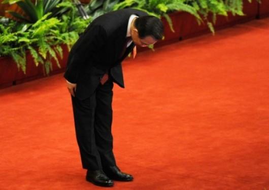 Wen Jiabao bowing