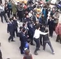 Chengguan Brawl With Townsfolk In Broad Daylight