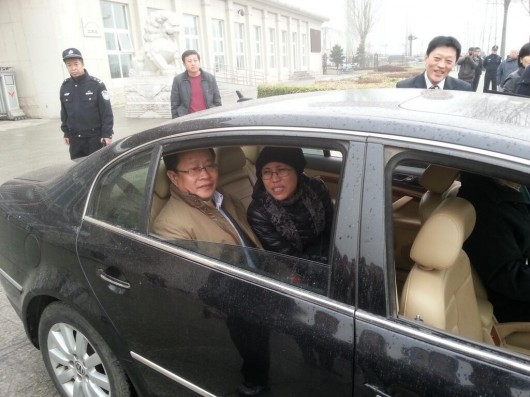 Liu Xia outside courthouse in Beijing