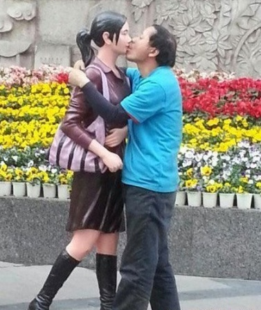 Man in Chengdu makes out with mannequins 2