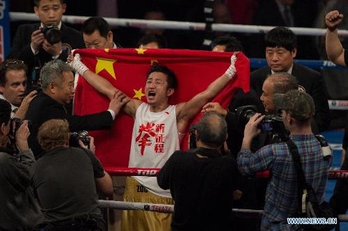 Zou Shiming wins pro boxing debut in Macau