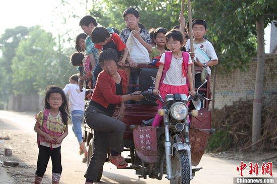 31 kids sit in trike2