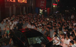 Angry mob in Henan after Honda hits 10-year-old girl featured image