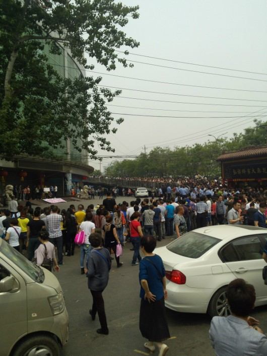 Jingwen Shopping Mall protest in Beijing 1