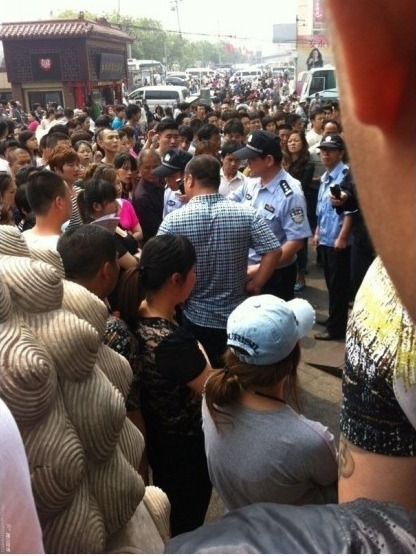 Jingwen Shopping Mall protest in Beijing 5