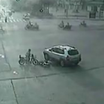 Let Us Praise These Men Who Help Out A Fallen Fellow Scooterist