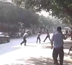 Police fight knife wielder in Chengdu featured image