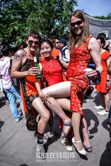 Red-Dress Run from the Hash House Terriers