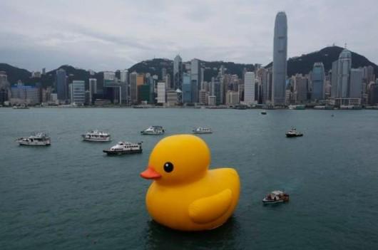 Rubber duck in Victoria Harbor 1