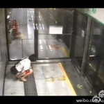 Shenzhen Subway pooper caught on tape