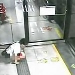 Shenzhen public pooper in subway