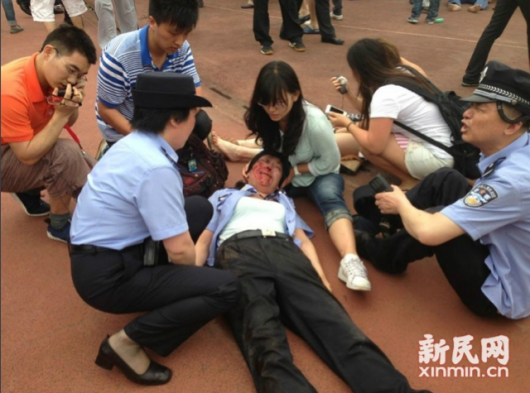 David Beckham Shanghai stampede 1 530x393 Five hurt in a stampede as fans in China rush to see David Beckham at Shanghai university