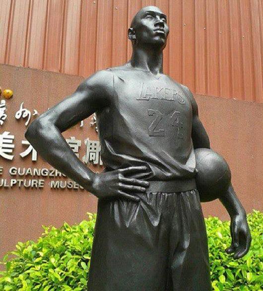 Kobe Bryant statue in Guangzhou 1