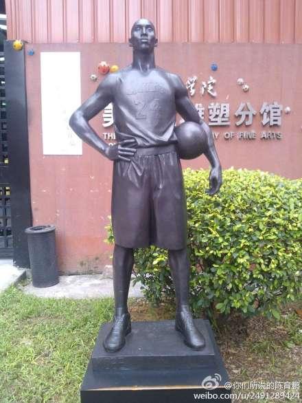 Kobe Bryant statue in Guangzhou 3