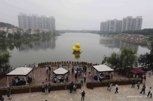 Rubber duck in Wuhan 2
