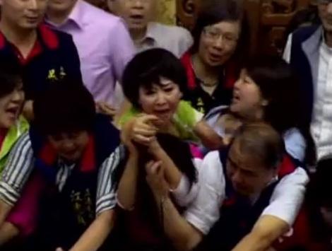 Taiwan parliament brawl 2