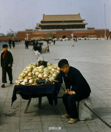 Old photo from Tiananmen elicits questions