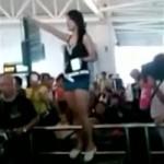 Shandong woman strips at Guangzhou Airport