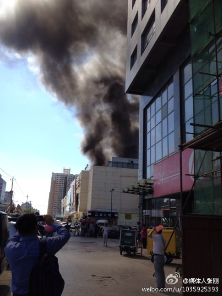 Shuangjing Carrefour in Beijing is burning 2