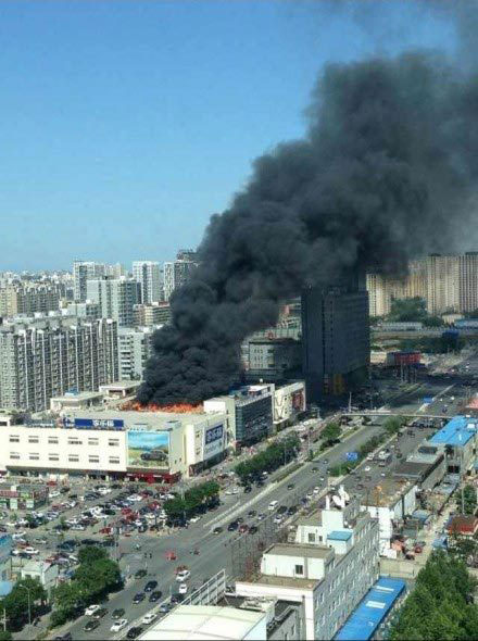 Shuangjing Carrefour in Beijing is burning