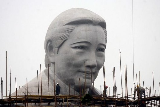 Soong Ching Ling statue 3
