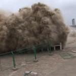 Bystanders tidal bore Qiantang River Zhejiang 2