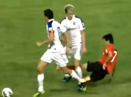 Horrible tackle in Chinese soccer 2