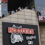 Suicide Attempt At Sanlitun Hooters Foiled By Handcuffs