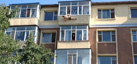 Woman grabs man before he can kill himself