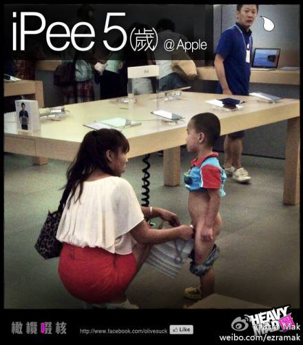 Boy pees inside Apple store in Hong Kong 3