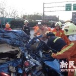 Foreigner assists at scene of accident in Shanghai 1