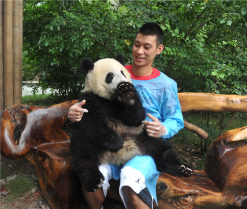 Jeremy Lin in Chengdu with pandas