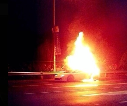 Lamborghini burns in Beijing 3