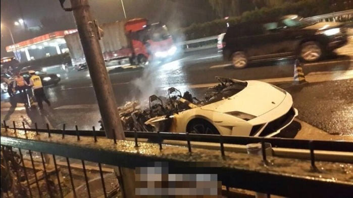 Lamborghini burns in Beijing 4