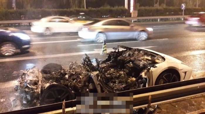 Lamborghini burns in Beijing 5