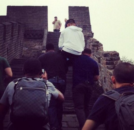 Justin Bieber carried up Great Wall