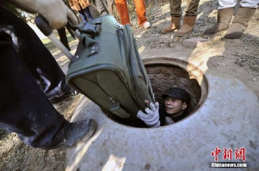 Beijing migrant worker lives in well 5